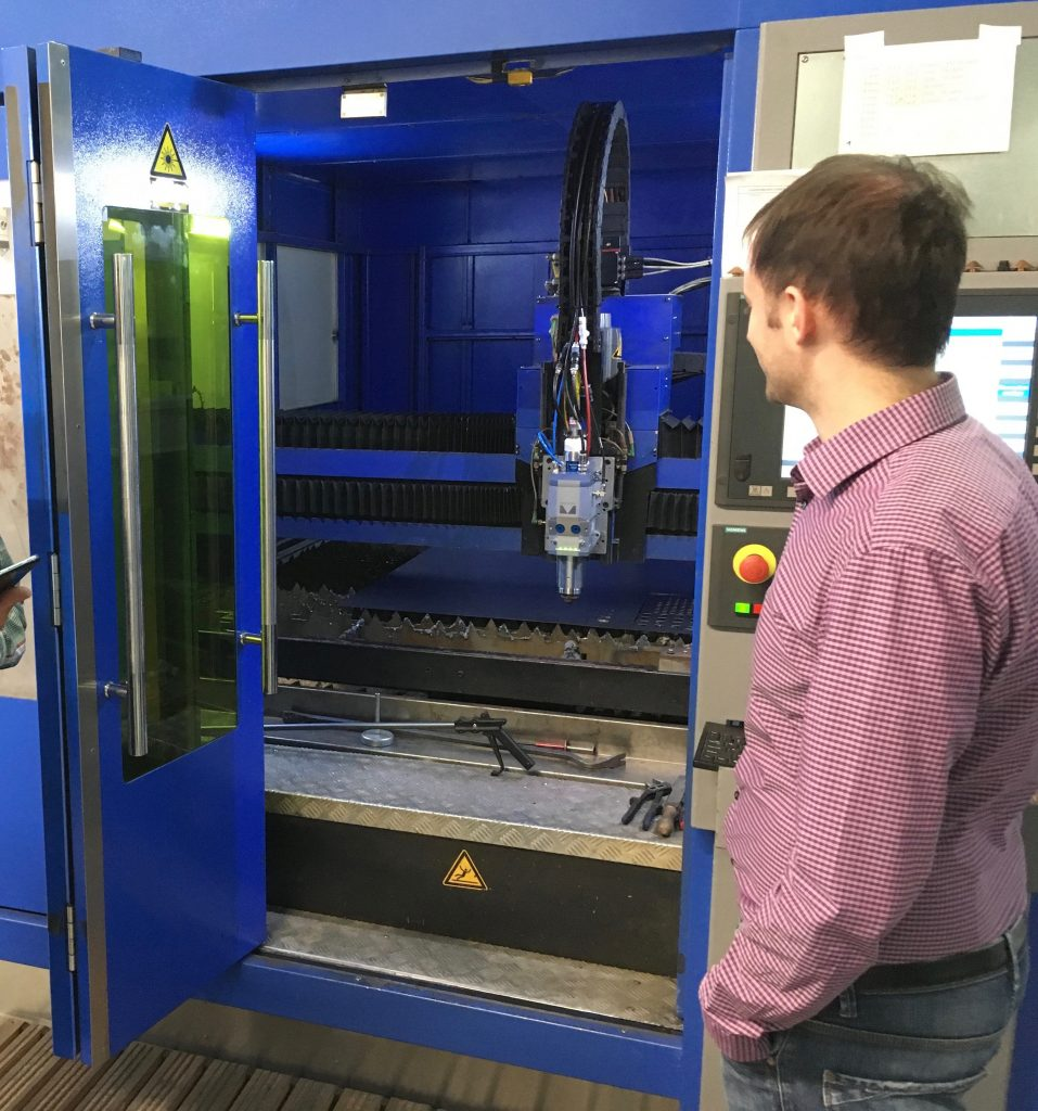 Flachbettanlage zum Laserschneiden von Metallen bei Precitec in Gaggenau
