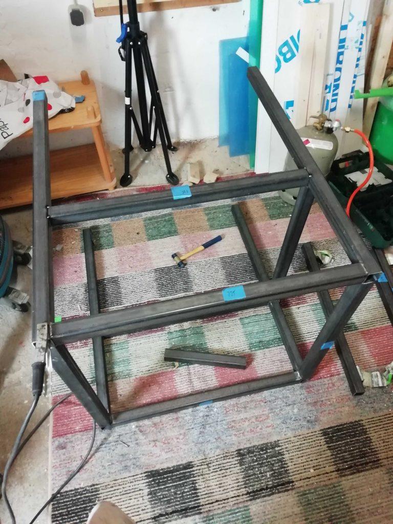 CNC Tisch wird geschweißt